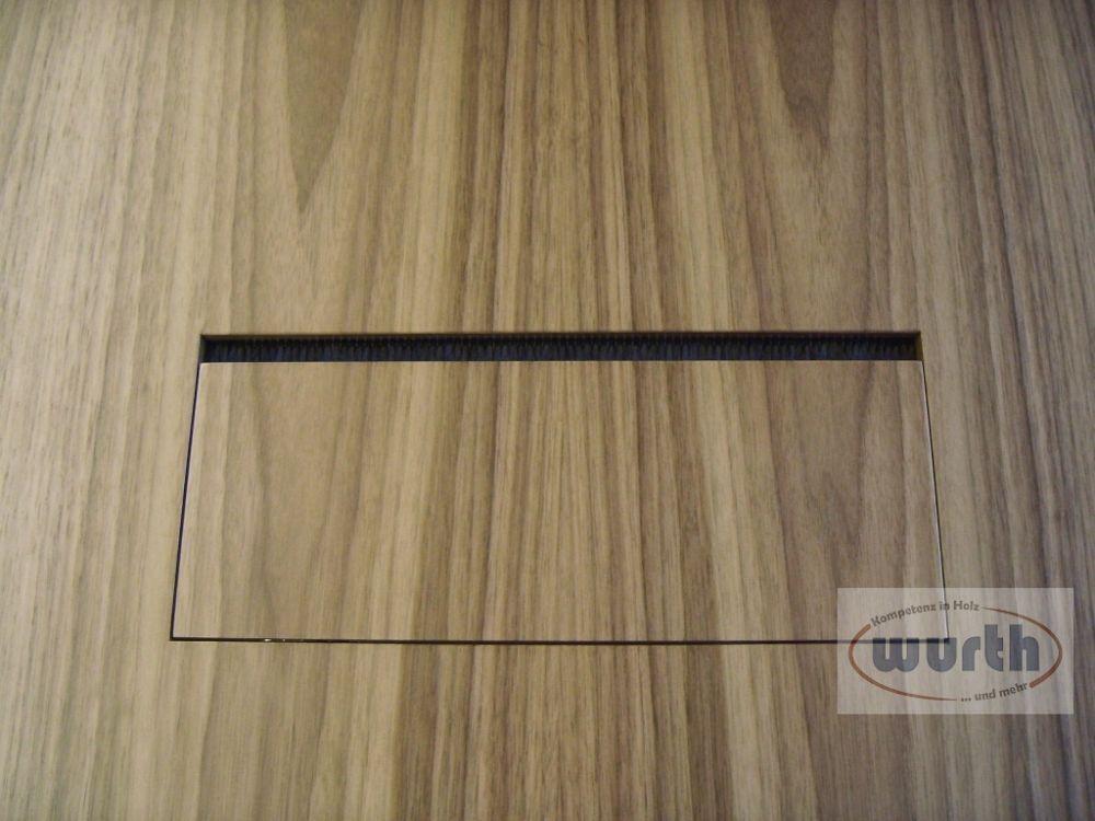 Tischplatten aus Holzwerkstoff furniert