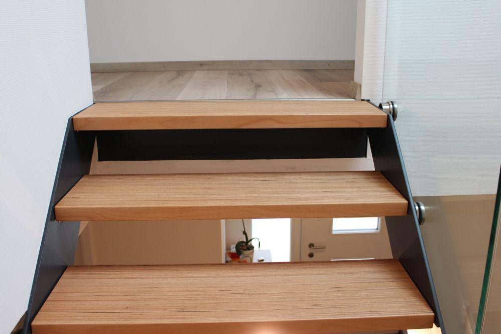 Treppe mit Baubuche (Elztal Holzhaus)